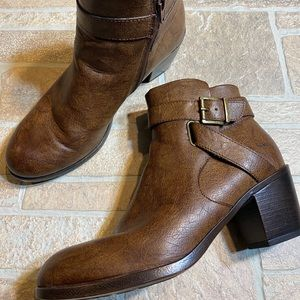 BOC 10M Womens Brown Stacked Heel Bootie Ankle